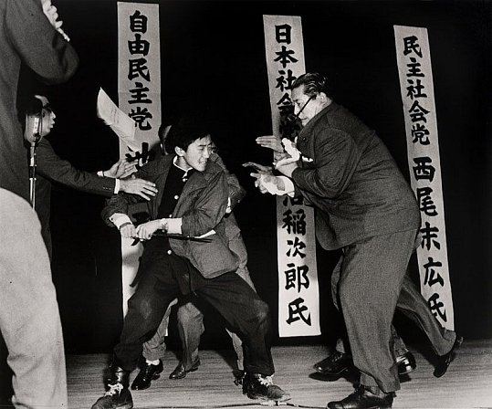 Otoya Yamaguchi thrusting his sword into Socialist party leader, Inejiro Asanuma.