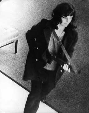 Patty Hearst Robs Bank